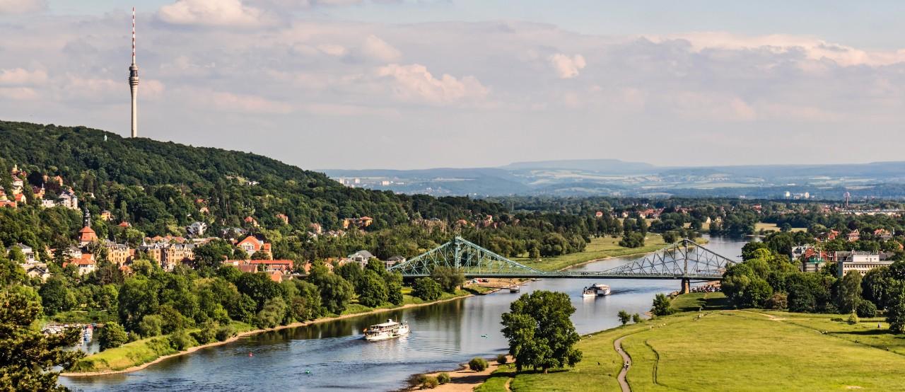 Blick auf Dresden - Der Fernsehturm und das Blaue Wunder